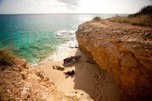 Pinel Island sand beach